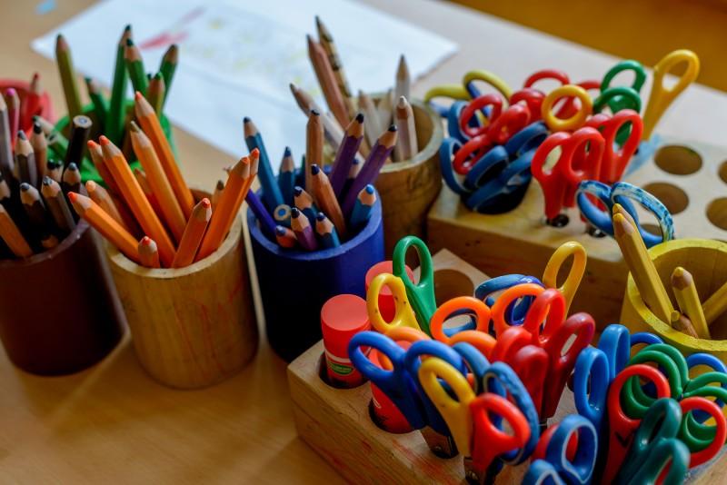 Malen und basteln im Kreativraum.