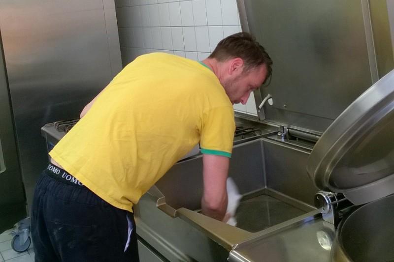 Der Koch bei der Arbeit.